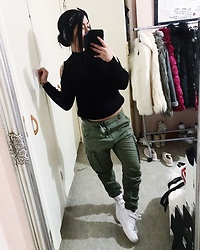 Jenny Drugge - H&M Top, H&M Pants, Nike Sneakers - Army green