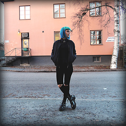 Ann-Sofie L - Topshop Old Bomber, Can't Remember, Gungunsong? Leggings, Dr. Martens Agyness Dean Boots - ALL BLACK EVERYTHING