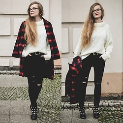 Karolina N. - Zaful Turtleneck, Zaful Black Skinny Jeans, Vipshop Tartan Coat - Street Style: Hello December!