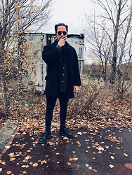 Matteo Peretti - Ray Ban Sunglasses, Polo Ralph Lauren Shirt, Zara Winter Coat, Bershka Black Jeans, Dr. Martens Shoes - Man in black!