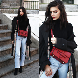 CLAUDIA Holynights - The Black Market Vintage Trench, Romwe Turtleneck, Vipshop Red Bag - Vintage trench