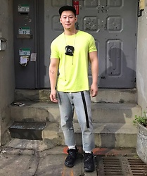 "No Rehearsal - Uniqlo Tee, Alexander Wang ""Party Animal"" Neck Pouch, Gap Diy Ripped Jeans, Vetements 90s Ugly Sneakers - 2. Frozen Yellow"