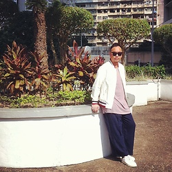 Mannix Lo - H&M Tee, H&M Loose Fit Pants, Adidas Stan Smith Sneakers - Good Mood in Sunny Day