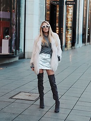 Laura Simon - H&M Grey Overknees, Topshop Silver Skirt, Gina Tricot Grey Sweater, River Island Rose Faux Fur, Urban Outfitters Rose Sunglasses - Faux Fur with Overknees/ Winter Streetstyle