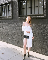 Katie Van Daalen Wetters - Revolve Off The Shoulder, Saint Laurent Wallet On Chain, Chloé Susanna Boots - REVOLVE