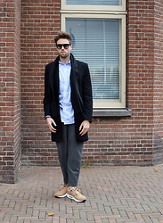 Jordi - Cos Wool Coat, Cos Scarf, Uniqlo X J.W. Anderson Shirt, Filippa K Lawrence Slacks, Nike Air Woven - Casual - IG: jordi.stals