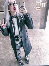 Connie Boikou - Superdry Grey Coat, H&M White Sweater, Stradivarius Plaid Shirt, Bershka Ripped Jeans, Vans Grey Old Skool, Herschel Grey Backpack - Sunday walk
