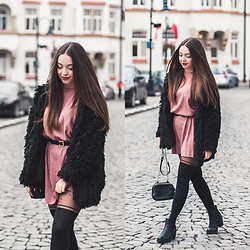 Gabriela Grębska - Gabriella Tights, Zara Dress, Shein Fur, Zara Bag - Salmon dress & furry coat