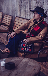Jules - Mango Fedora, Zara Head Band, Pimkie Coat, Sisley Turtleneck Top, Abercrombie & Fitch Scarf, Mango Belt, Bik Bok Pleated Pants, Topshop Metallic Ankle Boots, Zara Bag - Schottenkaro und blaue Akzente