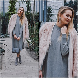 Madara L - Lovelywholesale Pink Faur Fur Coat, H&M Grey Sweater Dress, Sammydress Grey Bag - Soft & feminine winter outfit