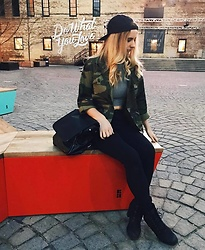 Amelia Burns - Divine Lorraine Collection Hat, American Eagle Outfitters Black Jeans, Timberland Heeled Boots, Urban Outfitters Pack - Do What You Love