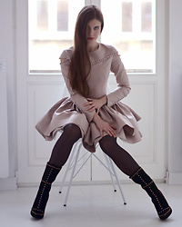Ariadna Majewska -  - Beige dress