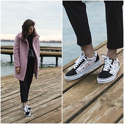 Marijana M - H&M Pink Coat, Vans X Peanuts Sneakers, H&M Black Pants, Sammydress Black Cross Body Bag - Vans x Peanuts