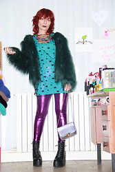 Luna Tiger - Light In The Box Iridescent Dragon Neckless, Light In The Box Transparent Black Dress With Stars, Light In The Box Green Faux Fur Coat, Light In The Box Violet Metallic Leggings, Light In The Box Siver Textured Purse - ULTRAVIOLET PARTY TIME