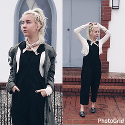 Giovanna Osterman - Urban Outfitters Overalls, Zara Flats, Urban Outfitters Bandana - 12.23.17