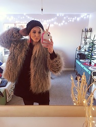 Syla Sassowna - H&M Faux Fur Coat - Christmas Chic