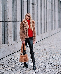 Laura Simon - H&M Faux Fur Teddy, H&M Red Sweater, Topshop Teddy Bag, Gina Tricot Black Pants, River Island Black Boots - Teddy Faux Fur