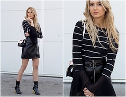 Sofija Surdilovic - The Easy Lady Black Blouse With White Stripes - 60's Rock