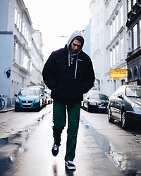 Richy Koll - Vans Sneakers, Kappa Trainingshose, Fila Jacket, Urban Outfitters Sweatshirt - The streets during Christmas!