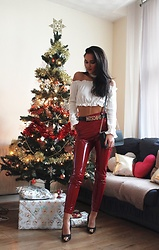 Leona Melíšková - Leggings, Dkny Bag, Top, Moschino Belt - Vinyl pants