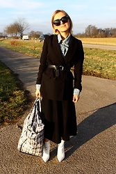Anna Borisovna - H&M Blazer, Massimo Dutti Skirt, H&M Shoes, Other Stories Jacket - The black skirt