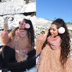 Marina Mavromati - Zaful Sunglasses, Na Kd Coat - Stylish In The Snow