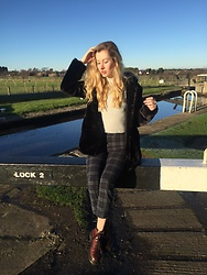 Bec Oakes - Zara Faux Fur Coat, Urban Outfitters Turtleneck, Brandy Melville Usa Trousers, Dr. Martens Boots - Winter Walk