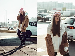 Paulina Pawlak - Puma Black Shoes, H&M White Blouse - Sweet pink cap