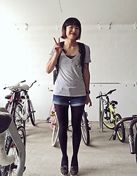 SYNONYME 黃 - Volcom Jack's Surf Shop, Lululemon All Day Backpack, Hollister Low Rise Short Shorts, Forever 21 Opaque Tights, Vans Solana Sf - Tip toes