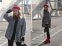 Claudia Villanueva - Pull & Bear Beret, Zara Blazer, Lefties Sweater, H&M Bag, Zara Jeans, Sammydress Boots - First look of the year