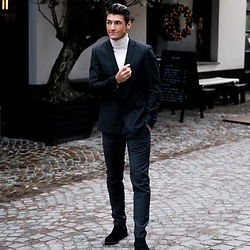 Dennis Van Peel - Strellson Blazer, Zara Turtleneck Sweater, Cinque Slim Fit Trousers, We Suede Chelsea Boots - New Years Eve Look