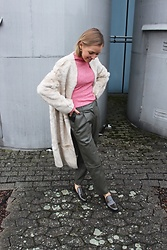 Anna Borisovna - H&M Coat, H&M Sweater, H&M Pants, H&M Shoes - Mixed Textures