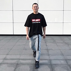 No Rehearsal - Oversized Glasses, Helmut Lang Oversized Tee, Long Belt, Gap Ripped Jeans, Vetements Ugly Sneakers - 11. 2018