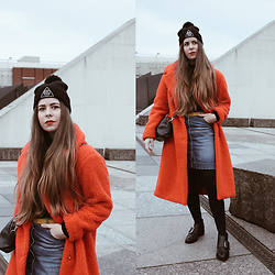 Elaine Hennings - Topshop Teddy Coat, Senso Shoes, H&M Denim Skirt, Fossil Bag - Topshop Teddy Coat