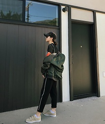 Alexa - Bershka Jogging Trousers With Side Stripe - Lazy Days in LA