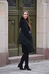 Róża Bijoch - Zara Shoes, Bijoch Fur, Evien Bag - Black Fake Fur