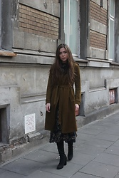 Marlena Laura @marlenalaura - Stradivarius Coat, Zara Dress - Green