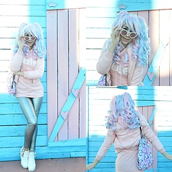 Marina Mavromati - Uniqso Lolita Wig 046a, Zaful Unicorn Backback, Lupsona Silver Pants, Lupsona Hoodie Dress - -Kid Forever-