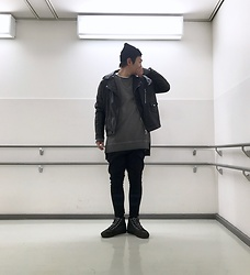 ★masaki★ - Newyorkhat Beanie, Zara Oversized Ridersjacket, H&M Longfit Sweater, Asos Dropcrotch Jeans, Vans Punk - Black Cheap Holiday