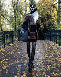 Kimi Peri - Vintage Sweater, Tights, Zibru Misha Ankle Boots, Underground Checkerboard Beanie, Na Kd Bag, Grey Socks - Coffee To Go
