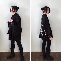 Flosmoony - Dottori Vintage Black Haori, Monki Pants, Dr. Martens Boots - All Black Winter