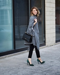 Megan Jedlinski - 3.1 Phillip Lim Grey Wool Cape, Fendi Black Cross Body Bag, Sigerson Morrison Green Suede Pumps - Cozy Cape