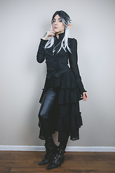Mar D Caos - Hot Topic Black Sleeveless Vest With Ruffled Tail, Hot Topic Faux Leather Leggings, Gothpikes Winklepickers - Victorian Elf Look