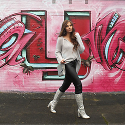 OH ANNE (BLOGGER) -  - OVERSIZE SWEATER, LEATHER PANTS & GLITTER BOOTS