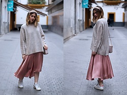 Amy Ramírez - Asos Skirt, Zara Sweater - Mix