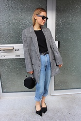 Anna Borisovna - H&M Jacket, Massimo Dutti Top, Vintage Jeans, Zara Shoes, Zara Bag - Weekends in oversized Jackets