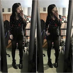Idolsandanchors - Asos Black High Waisted Mom Shorts, Lost Ink Dax Black Studded Flat Ankle Boots, Motel Cuban Rose Bodice, Depop Moon Choker - Roses For The Dead