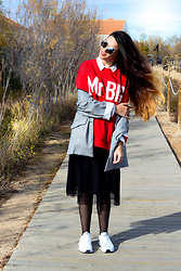 Noemí Puig - Shein Sunglasses, Zara Sweater, Bershka Shirt, Zaful Blazer, Stradivarius Skirt, H&M Tights, Adidas Sneakers - Mr. Big