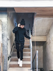 Samuel Lam - New Era Beanie, Rick Owens Jogger Pants, Nike Air Force 1 Sf - Site visit with white shoes