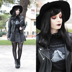 Federica D - Romwe Fedora Hat, Black Sanctuary Hurt Tee - The Cold White Light